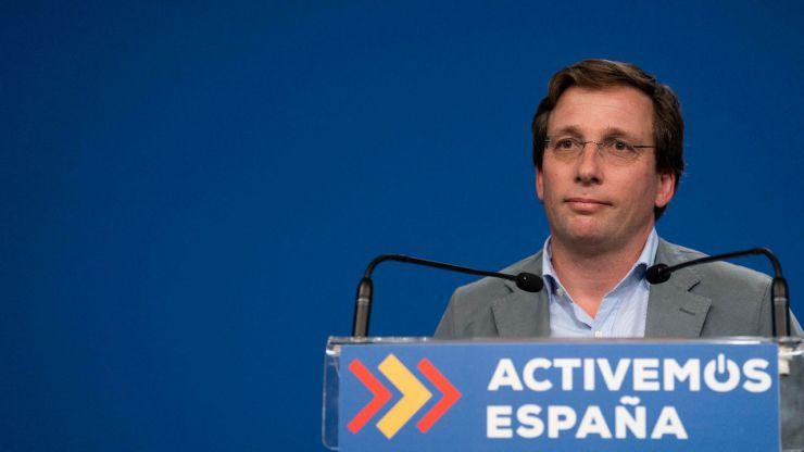 Almeida critica que los ministros estuvieran ya fuera de Madrid pese al estado de alarma que más tarde impusieron