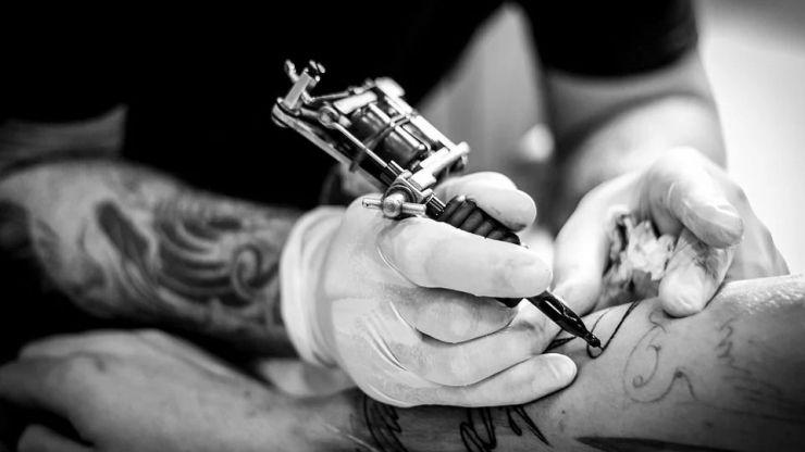 Un juez de Valladolid condena a 5 años de cárcel a un tatuador por abusar de tres clientas