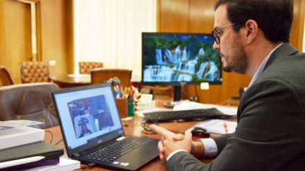 Alberto Garzón inicia una ronda de reuniones para abordar su plan de alimentación saludable