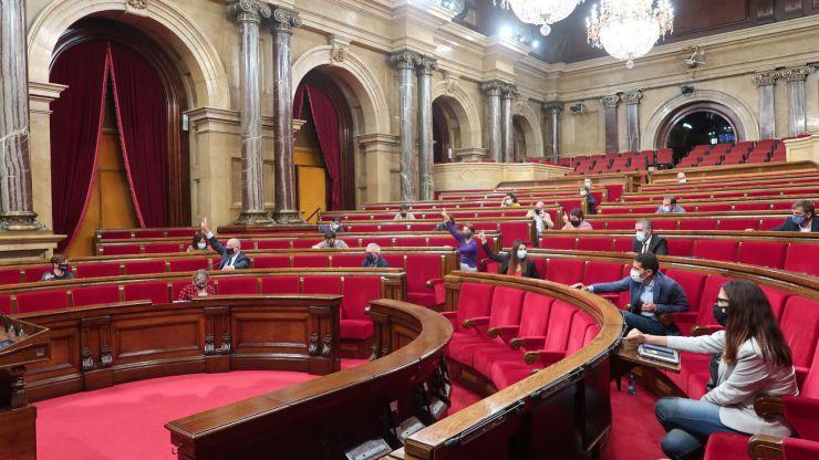 El TSJC inhabilita a cuatro exmiembros de la Mesa del Parlament por desobediencia