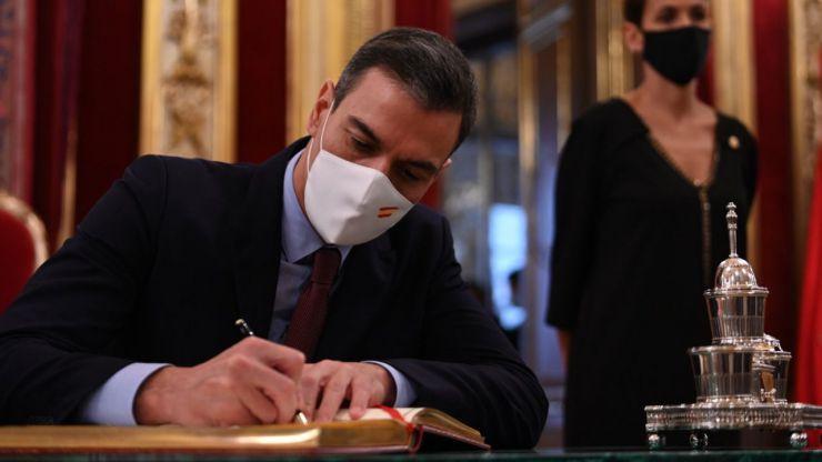 Sánchez anuncia la 'mayor convocatoria de la historia' para profesionales con formación sanitaria