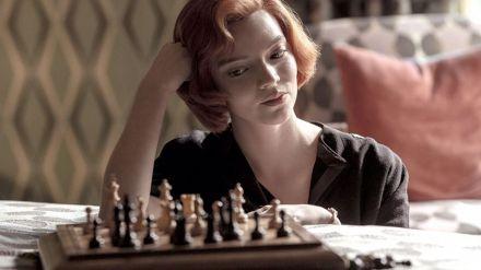 El éxito arrollador de 'Gambito de dama' dispara las ventas de la novela 37 años después
