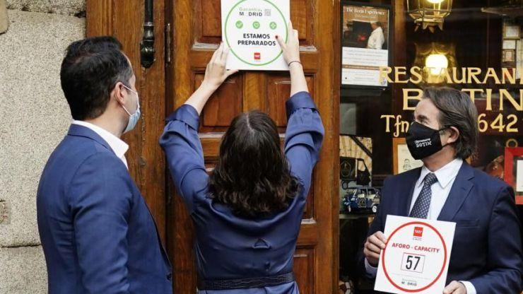 Díaz Ayuso apuesta por Garantía Madrid para identificar a la hostelería con medidas antiCOVID-19