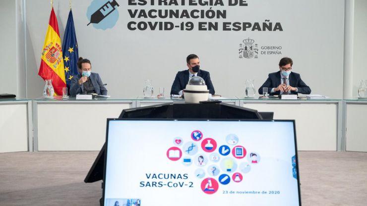Plan de vacunación del Gobierno: Los sanitarios, residentes y dependientes los primeros en vacunarse
