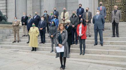 Vox guarda un minuto de silencio por 'todas las víctimas de la violencia'