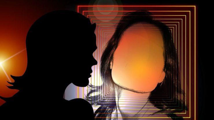 Algunas escritoras ocultan su identidad para presentarnos sagas de intriga y suspense