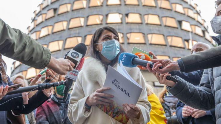 Olona: Del 'desfilando, Arnaldo' a su dura crítica al TC por 'abandonar al pueblo español'