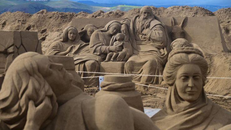 'The Times' pone el foco en el impresionante Belén de arena de las Canteras