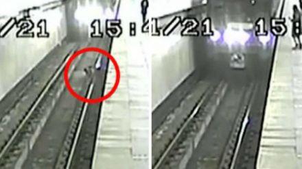 Salvado in extremis un niño que cayó a las vías del metro