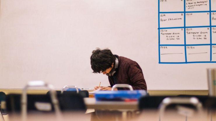 Las universidades madrileñas desoyen a los estudiantes y mantienen los exámenes presenciales