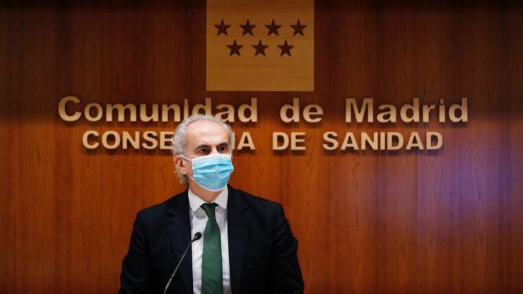 Madrid sucumbe al fin a las restricciones: Adelanta el toque de queda y prohíbe reuniones en domicilios