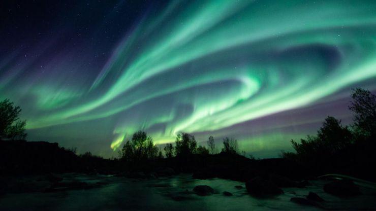 Un viaje de ensueño con el Sol de Medianoche y la Aurora Boreal a lo largo de la costa noruega