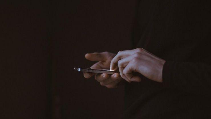Un juez considera que un ciudadano no puede subir en directo a las redes sociales una actuación policial