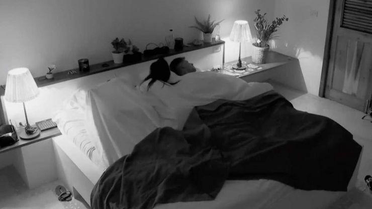 'La isla de las tentaciones 3' estalla: Lola y Carlos se 'dejan querer' mientras Lucía duerme