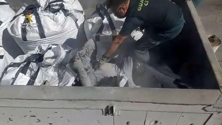 Le encuentran enterrado dentro de un saco que contenía cenizas tóxicas