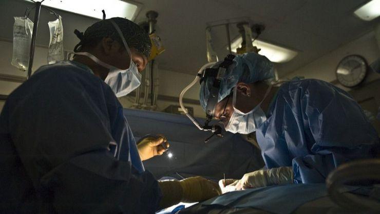 Muere tras someterse a un trasplante de pulmones con Covid-19