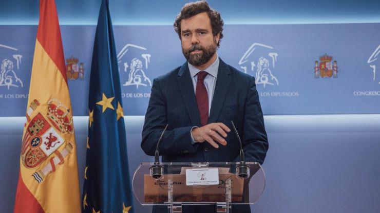 Espinosa denuncia el 'indigno show' de Sánchez con las armas de ETA
