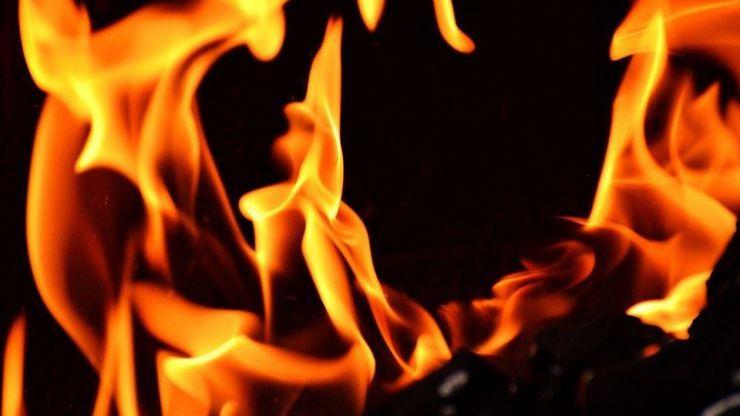 A prisión por prender fuego al piso de su hermana y sentarse en un banco a contemplar las llamas