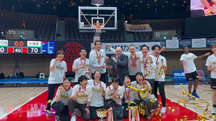 Baloncesto: Lucas Mondelo agranda su leyenda con una histórica liga en Japón