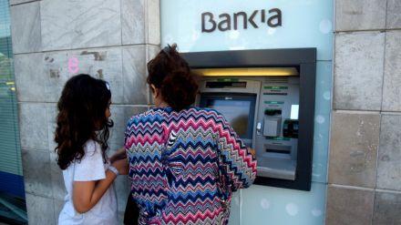 El Ministerio de Asuntos Económicos aprueba la fusión de Caixabank y Bankia