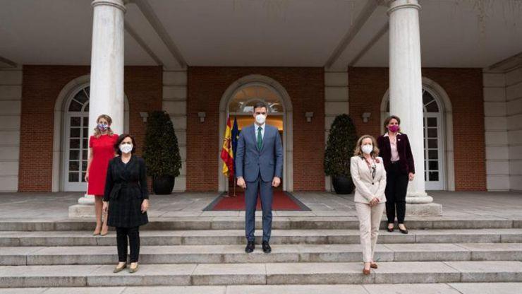 Sánchez subraya el liderazgo feminista con cuatro vicepresidentas