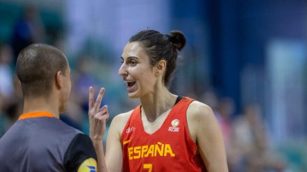 Euroliga Femenina: Alba Torrens ya luce su histórica sexta corona