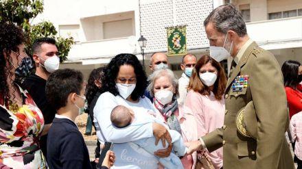 El Rey visita el puesto de la Guardia Civil de Valencia de Alcántara
