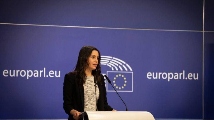 Arrimadas en Bruselas: 'El Gobierno intenta pasar por encima de la Justicia'