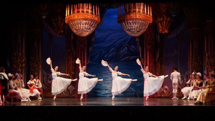 'El lago de los cisnes' vuelve a la Gran Vía madrileña