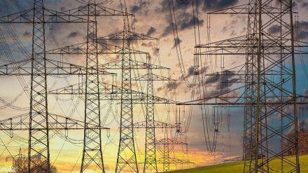 Exigen a las eléctricas la devolución de hasta 2.800 millones de euros a los consumidores
