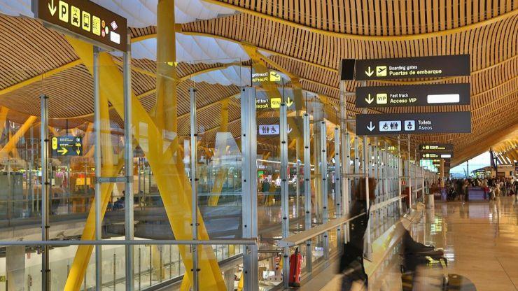 Más de 100 organizaciones reclaman al Gobierno cancelar las ampliaciones de los aeropuertos de Madrid y Barcelona