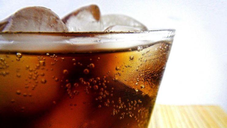 Así te pueden afectar las bebidas que contienen cola