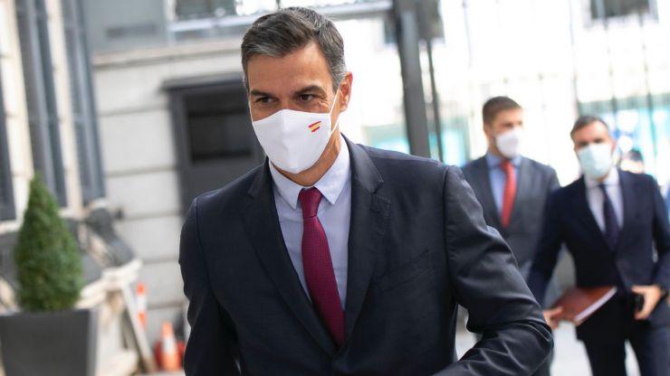 Sánchez asegura que 'España avanza pese a la oposición' y advierte que 'no habrá otra vez armarios'