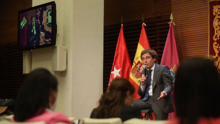 Almeida ante la solución de Sánchez a la subida de la luz: 'Llega tarde, mal y demuestra que no tenían ideas'
