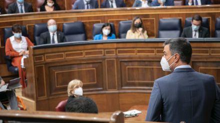 Sánchez 'harto' de que Casado lleve 'bronca, líos e insultos al Parlamento'