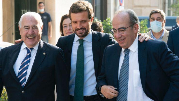 Casado insiste en que el PSOE votó en contra del voto femenino