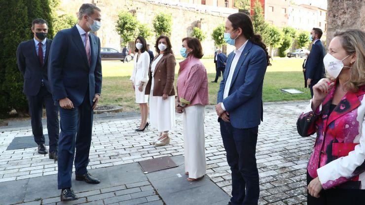 Uno de los momentos más polémicos de Pedro Sa?nchez y Pablo Iglesias junto con el Rey Felipe VI