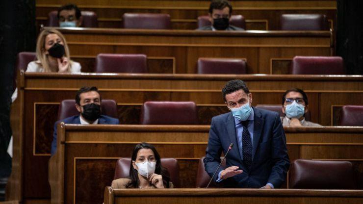 Bal: 'El Gobierno está sumiendo a España en una deriva económica que deja a los jóvenes en la cuneta'