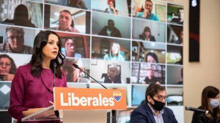 Arrimadas carga contra el bipartidismo y afea los
