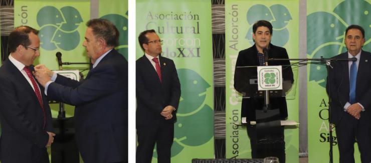 """El primer teniente de alcalde del Ayuntamiento de Alcorcón, recibe el """"Pin de Oro"""" de la Asociación Cultural Siglo XXI"""