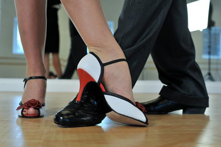 El baile, una actividad física saludable y de bajo riesgo