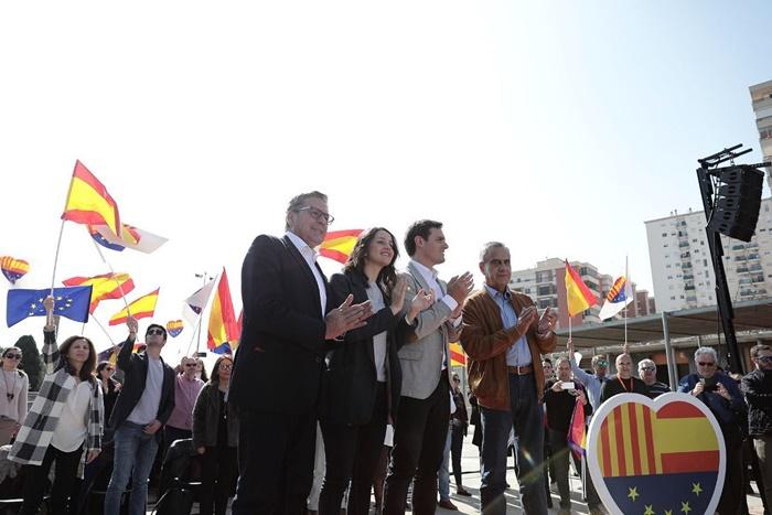 """Arrimadas: """"El PSOE y el PP nos han vendido porque han pactado con los separatistas"""""""