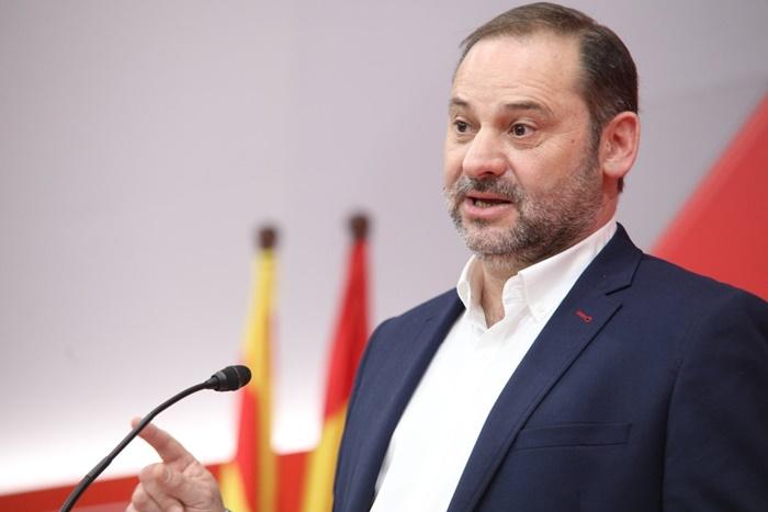 """Ábalos: """"España tiene que parar a la derecha"""""""