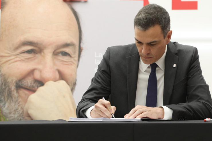 Pedro Sánchez se despide de Alfredo Pérez Rubalcaba