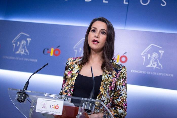 """Arrimadas: """"El PSOE, a través de Zapatero, ha salido a presionar a los jueces del procés"""""""