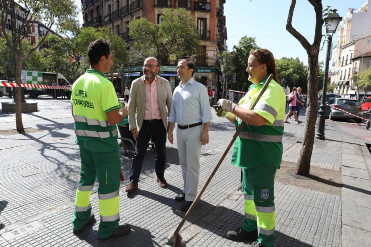 Carabante visita Centro para comprobar el estado de sus calles tras los refuerzos de limpieza