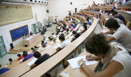 La Universidad de Granada custodia ya los más de 800.000 exámenes de la Selectividad