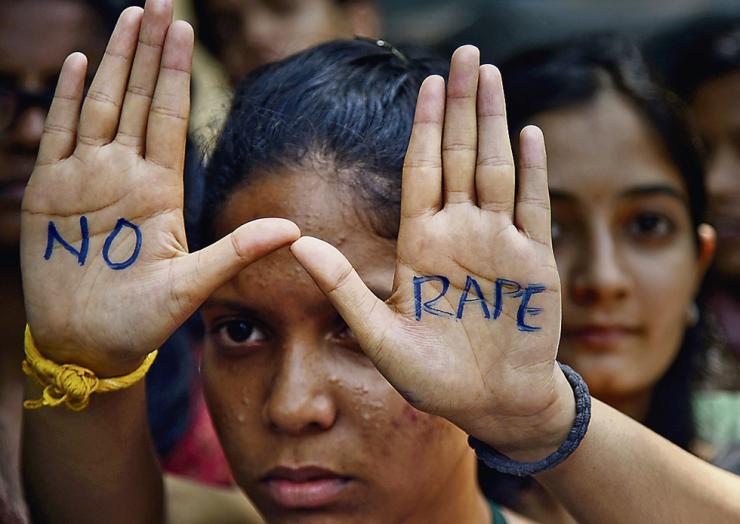 Una niña de 4 años violada por cinco hombres en la India