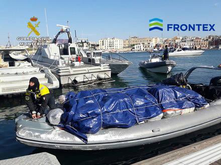 Una embarcación con más de 1.400 kilos de marihuana en pleno Mar Adriático