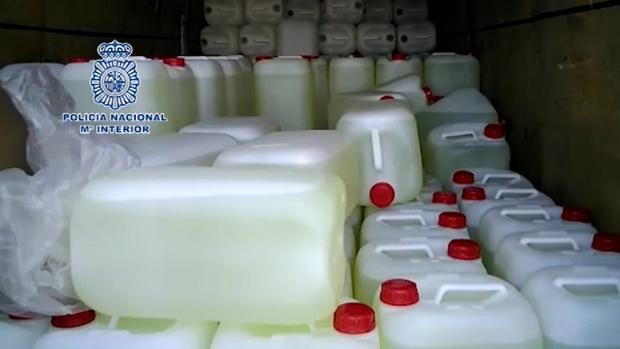 La Policía Nacional intercepta una furgoneta con combustible destinado a abastecer narcolanchas